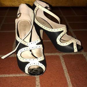 Retro 1940's style peep toe heels 👠